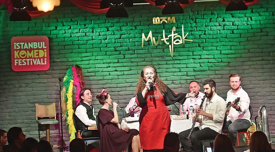 İstanbullular komediye doyuyor