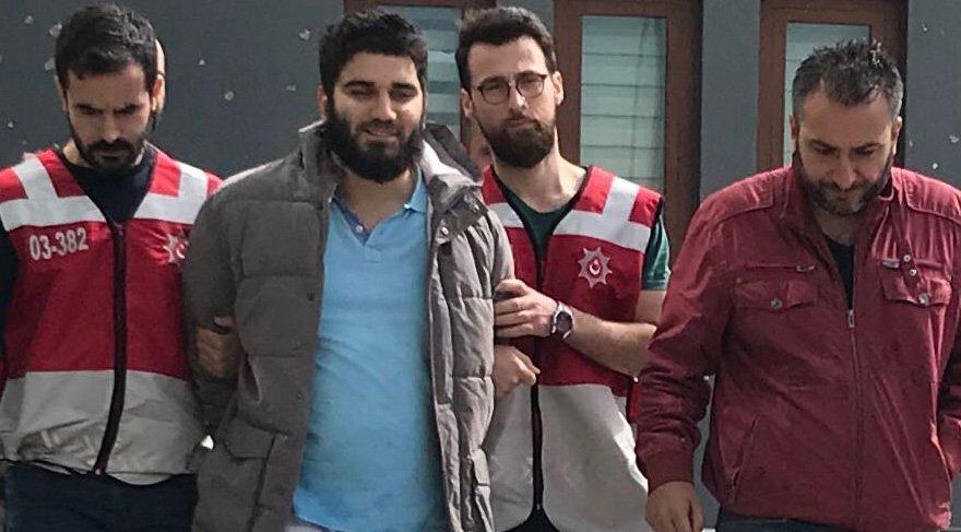 Şahıs gözaltına alındığı sırada gazetecilerin sorularına 'sırıtarak' tepki vermişti.