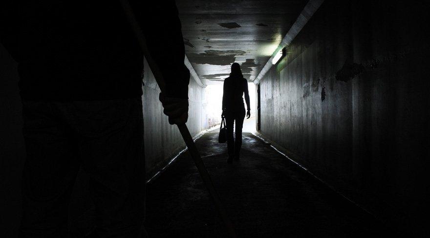 1 Aralık tarihine kadar karanlık sokaklarda tek başınıza dolaşmayın. Kendinizi korumasız ve çaresiz hissedeceğiniz ortamlardan uzak durun. Kadın cinselliği ile ilgili negatif gelişmeler veya seksüel konularda rahatsız edici haberler sık sık gündeme gelebilir.