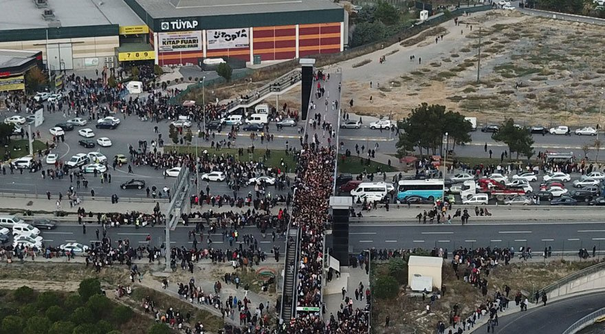 Kitap fuarında izdiham yaşandı! Polis trafiğe müdahale etti