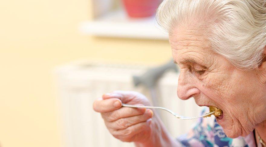Prof. Dr. Mehmet Akif Karan, yaşlılıkta sağlıklı beslenmenin sırlarını verdi.