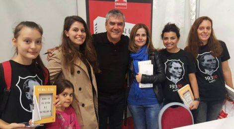 Kitap fuarında SÖZCÜ yazarlarına sevgi seli