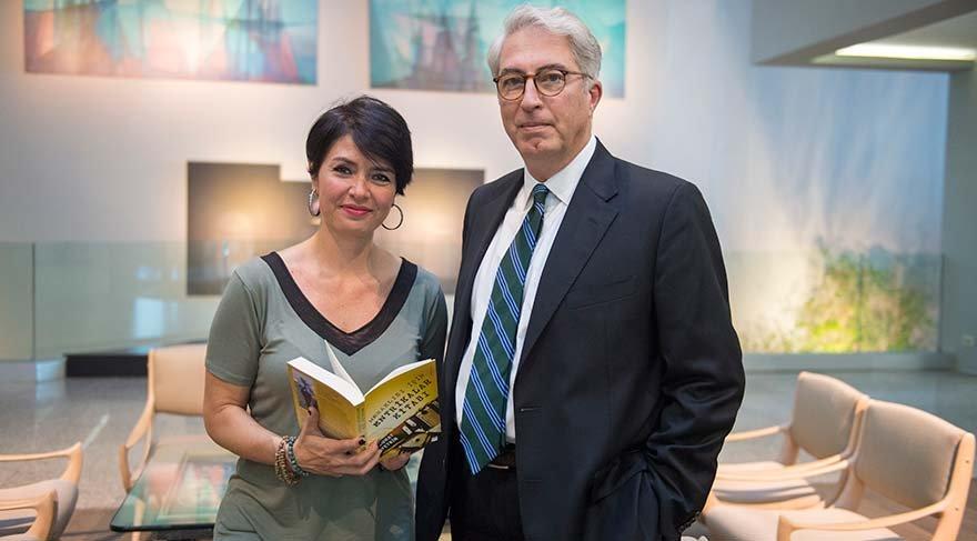 """BU KİTABI MERAKLILARI İÇİN YAZDIM Hürriyet yazarı Murat Yetkin, Özlem Gürses'in sorularını yanıtladı. """"Özel ilgi alanım, komplo teorileri denilen olayları araştırmak. Bu kitabı da meraklıları için yazdım"""" dedi."""