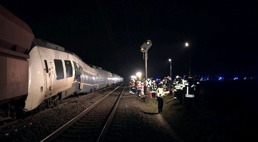 2017-12-05t203503z_1122063483_rc11d5a93230_rtrmadp_3_germany-train-crash
