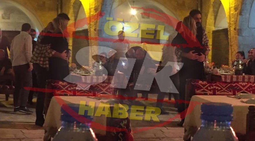 Aşk sarhoşu Erhan Çelik, yeni sevgilisiyle halayın tadını çıkardı