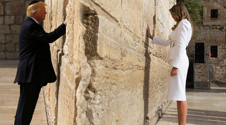 Trump eşi Melania ile birlikte Mayıs ayında İsrail'i ziyaret etmiş ve Ağlama Duvarı'na gitmişti.