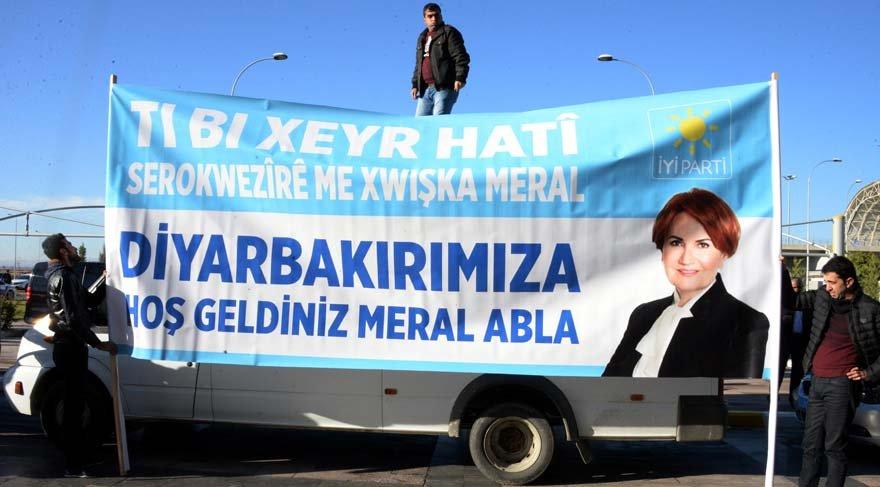 Meral Akşener Türkçe, Kürtçe Zazaca pankartlarla karşılandı