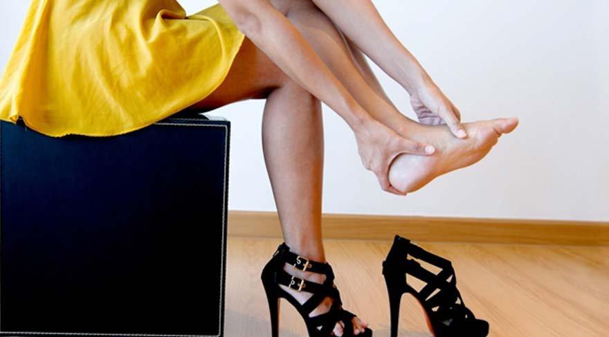 Kadınların kabusu! Ayakkabınızın ayağınıza vurmaması için 10 öneri