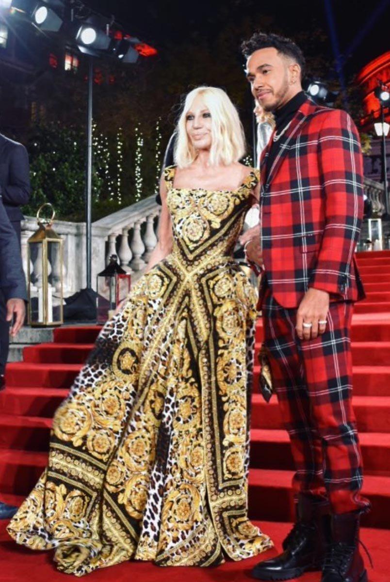 Yılın Moda İkonu ödülü Donatella Versace'nin oldu.