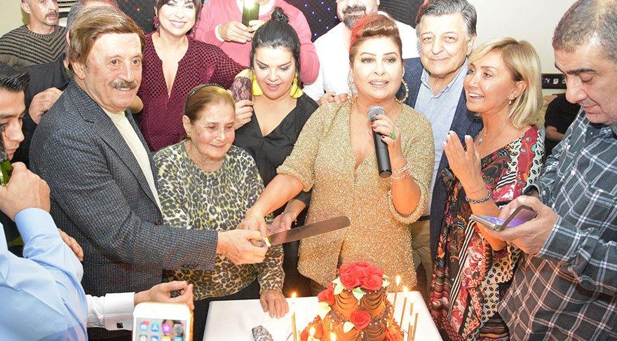 Yeliz'in doğum günü kutlamasına ünlü akını