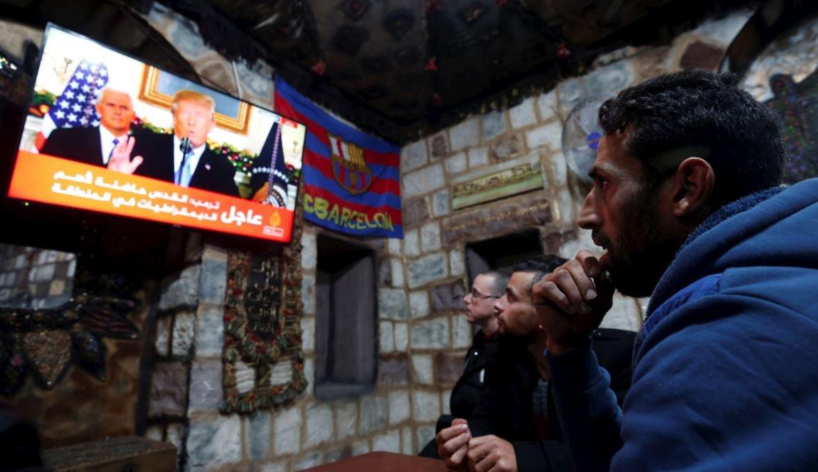 Filistinliler, Batı Şeria'da cafelerde Trump'ı şaşkınlık içinde izledi.
