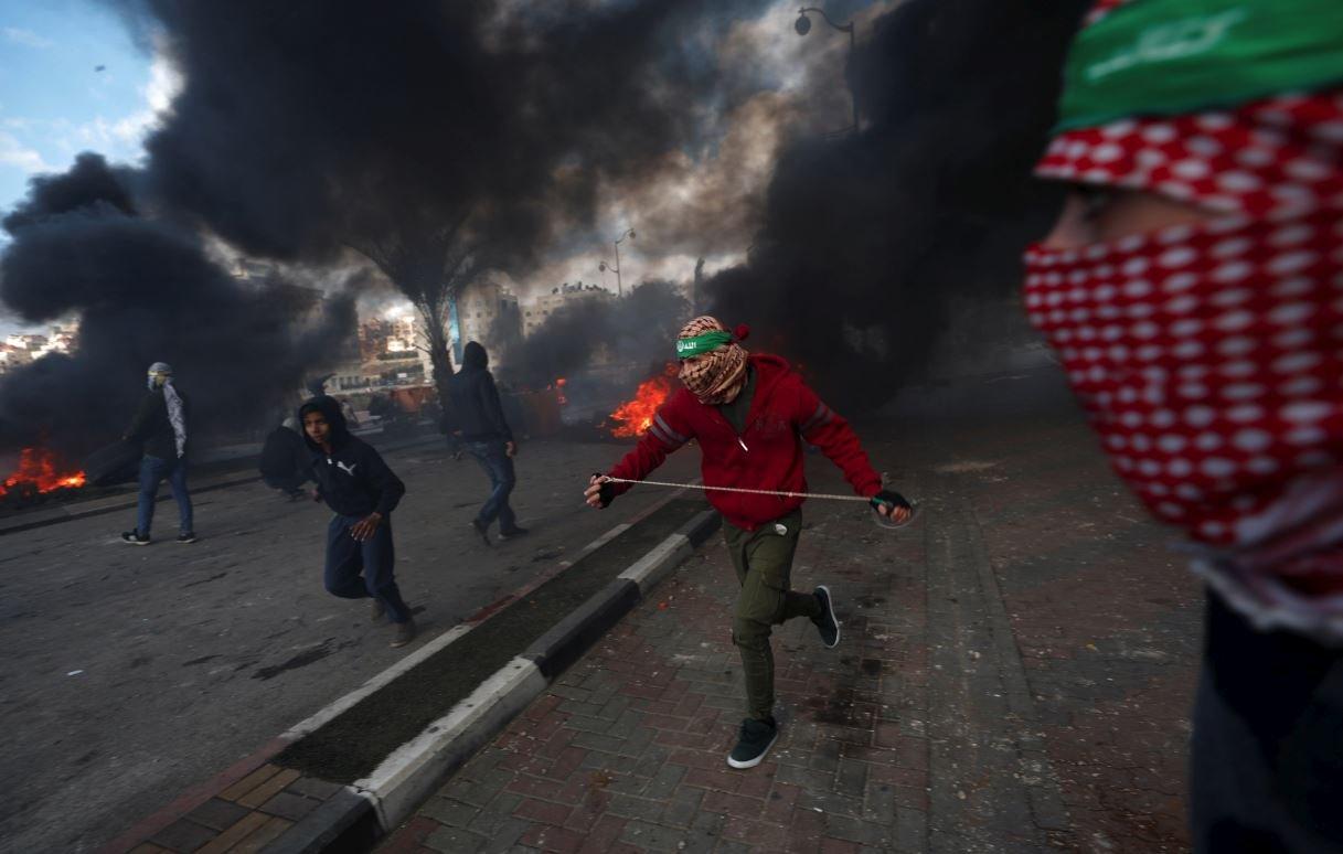 Filistinli göstericiler, Trump'ın kararı sonrasında Batı Şeria yakınlarındaki Yahudi yerleşimi Beit El'de çatışmalar meydana geldi.