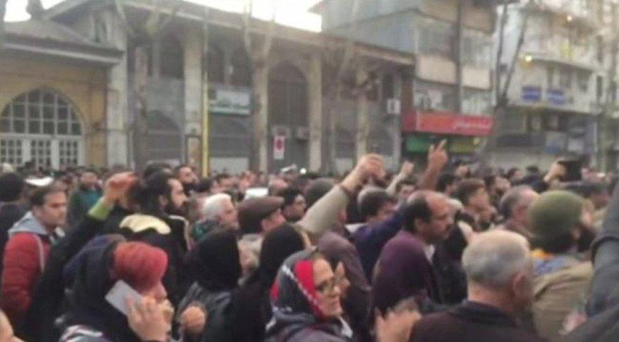 İran'da ortalık karıştı! Halk sokağa indi...