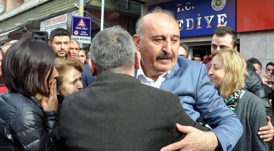 AKP'li Başkan, görevinden ve partisinden ağlayarak istifa etti | Son dakika haberleri