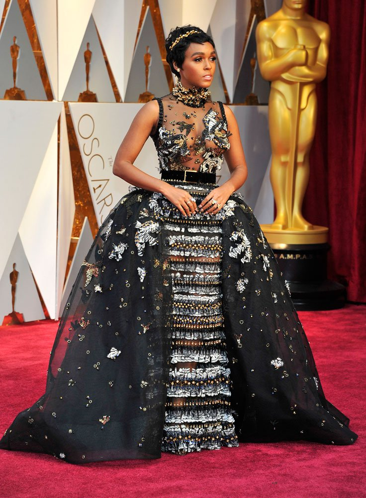 Janelle Monae: Kristal, tüy, payet ve boncuklarla kaplı Elie Saab Couture elbisesi ilk üçe girmeyi başardı.