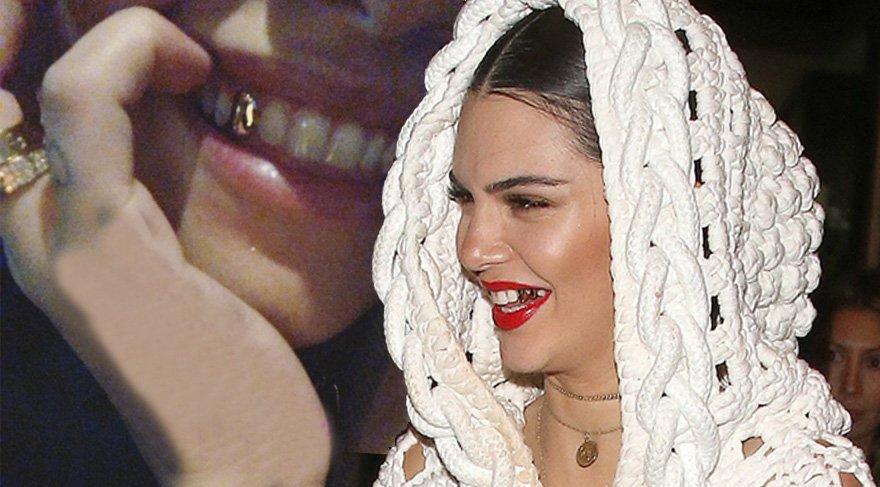 Kendall Jenner'dan sonra Rita Ora da altın diş yaptırdı