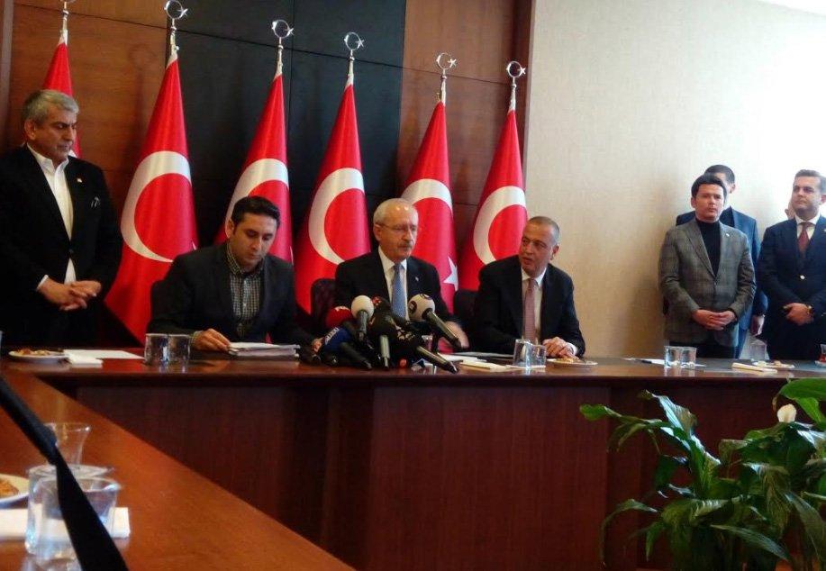 Kılıçdaroğlu, Battal İlgezdi ile birlikte basın toplantısı düzenledi.