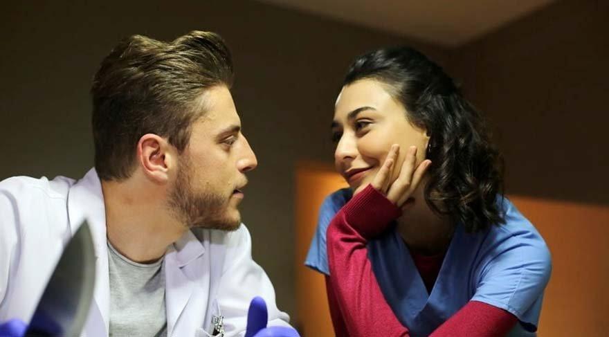 Merve Çağıran ve oyuncu Ali Burak Ceylan'ın set aşkı gerçek oldu.