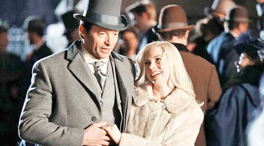 michelle-williams-and-hugh-jackman-on-the-set-of-the-greatest-showman-08