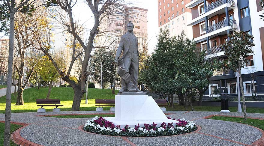 Kadıköy'e Namık Kemal heykeli dikildi