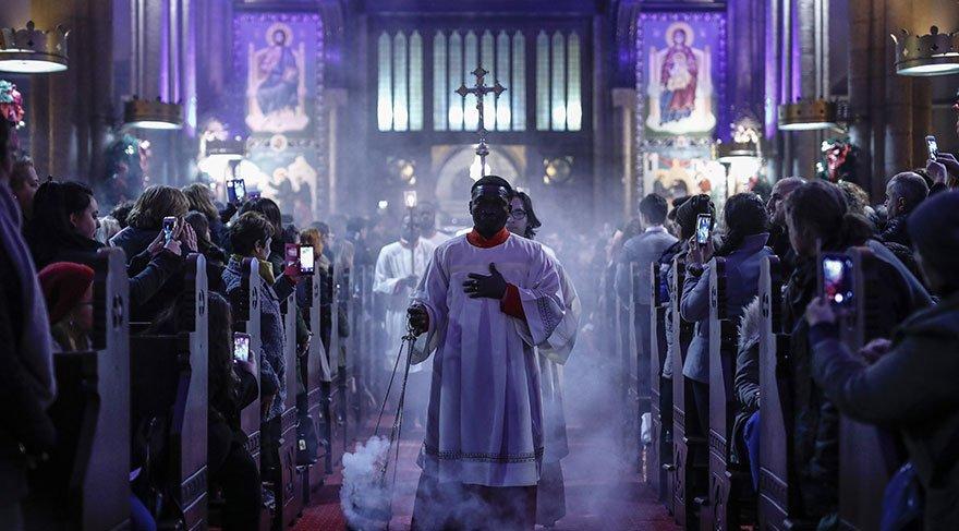 Katolik Hristiyanlar Noel'i kutladı