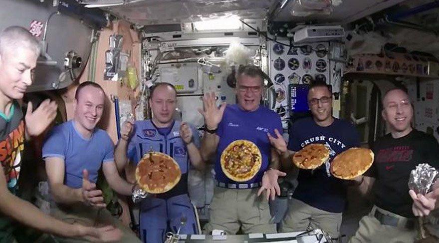 Uzay istasyonunda pizza hazırladılar