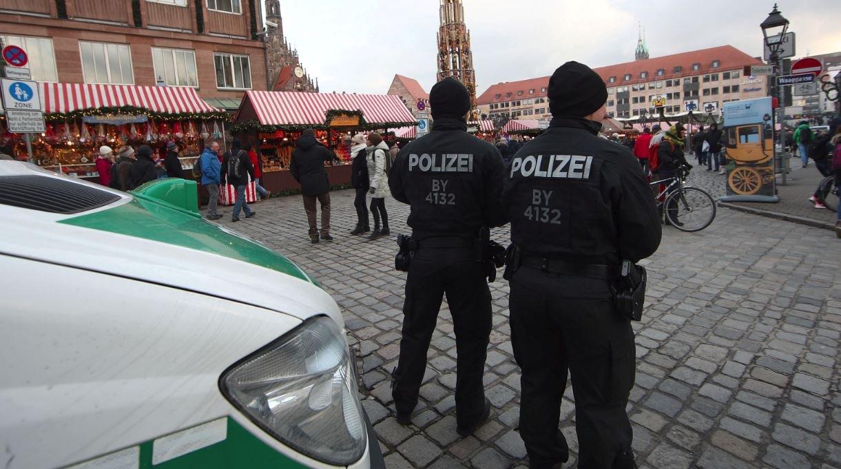 Almanya'da panik... Noel pazarı boşaltıldı...