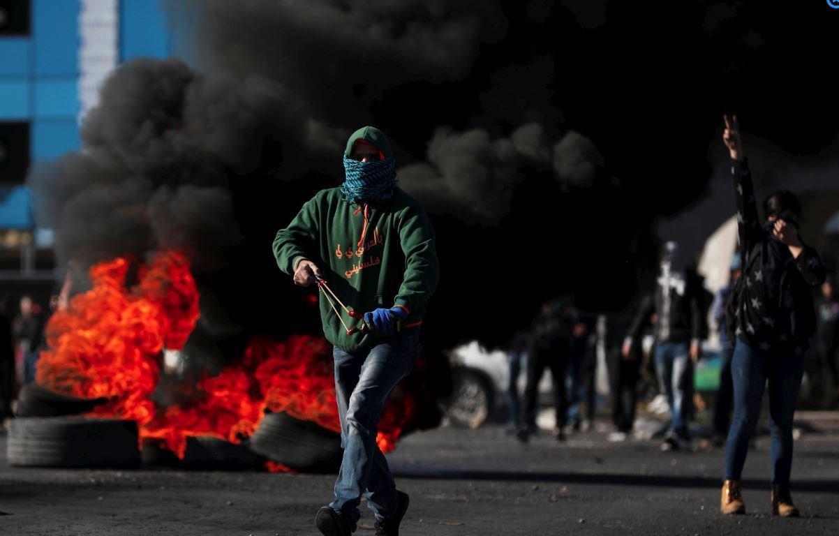 Ramallah'ta göstericiler sapan ve taşlarla çatıştı.