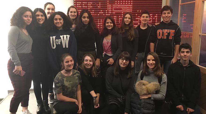 Liseli gençler 'Kadına şiddete nokta koy' diyor