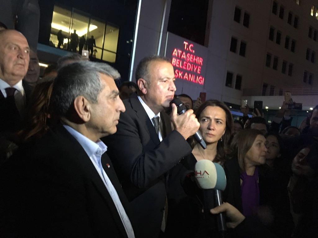 FOTO:SÖZCÜ - Başkan Battal İlgezdi'nin eşi CHP İstanbul milletvekili Gamze Akkuş İlgezdi de eşini yalnız bırakmadı.