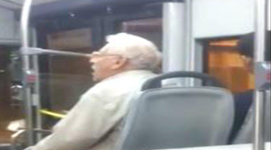 Otobüste yanık sesiyle türkü söyleyen amca hem yolcuları hem sosyal medyayı mest etti!