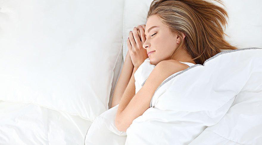 Böyle uyuyanlar dikkat! Sağa mı yoksa sola mı yatmak daha sağlıklı?