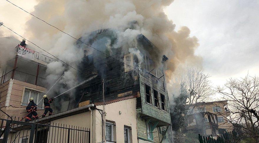Üsküdar'da paniğe yol açan yangın