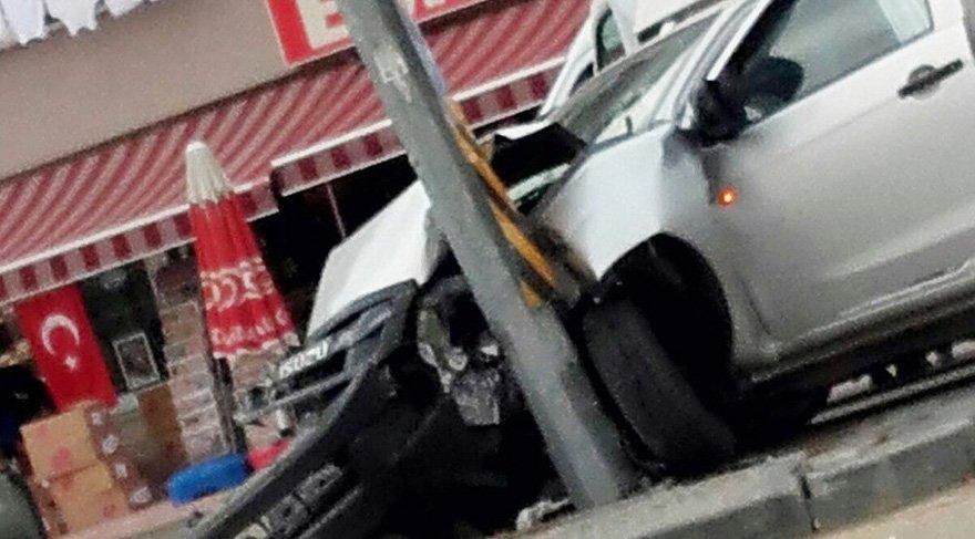 7 öğrencinin yaralandığı kaza anı güvenlik kamerasına yansıdı