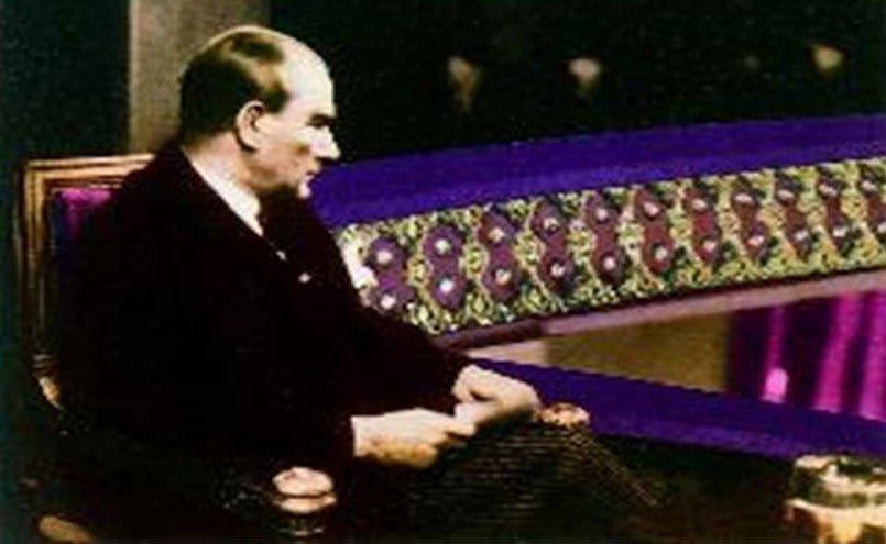Atatürk, Münir Özkul'u sahnede izledi mi?