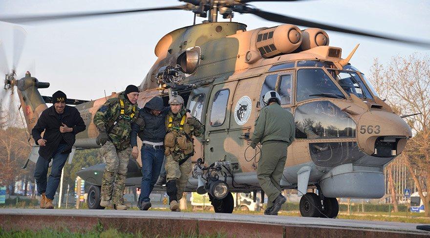 Uludağ'da mahsur kalan 3 kişiyi askerler hastaneye omuzlarında getirdi