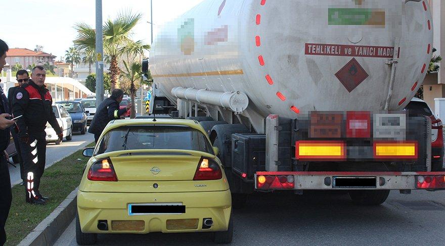 Polis anons etti, TIR şoförü aracı sıkıştırdı