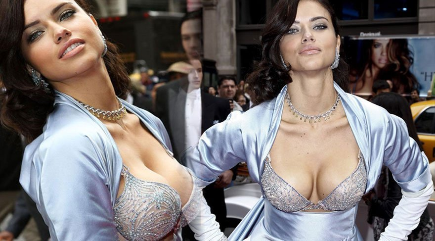 Adriana Lima mini elbisesiyle nefes kesti