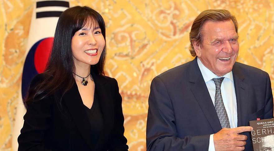 Almanya eski Başbakanı Schröder, Güney Koreli sevgilisiyle evleneceğini duyurdu