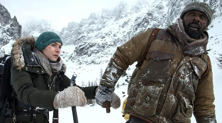 Ben ve Alex kazadan yaralı olarak çıkmayı başarmışlardır. Merkezde uzak karlı kaplı bir dağda mahsur kalan ikili uzun süre kendilerine yardım edilmesini bekler.