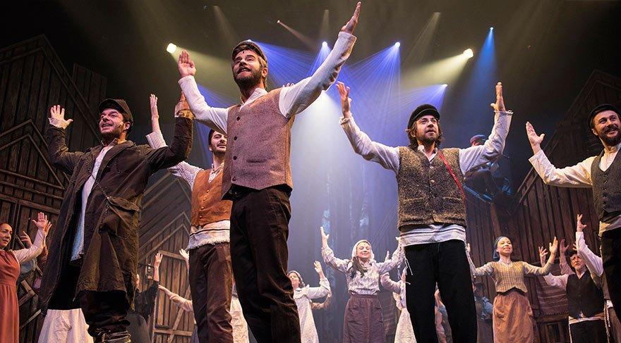 'Damdaki Kemancı' müzikali perde açtı; izleyicinin ilgisi yoğundu