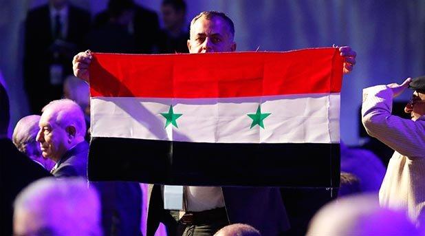 Soçi'deki Suriye konferansının açılışı muhalif grupların 'bayrak' tepkisi nedeniyle gecikiyor