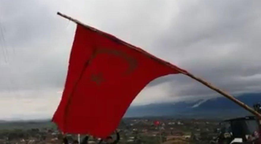 Foto: DHA -Hatay'ın Hassa ilçesi Suriye sınırındaki Mazmanlı mahallesine dev Türk bayrağı dikildi.