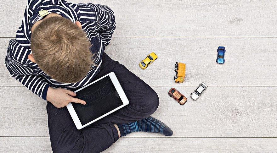 Yedi yaşından önce sanal dünyayla tanıştırmayın!