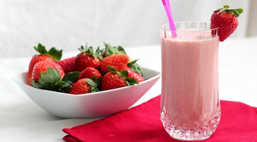 Milkshake nasıl yapılır? İşte çilekli milkshake tarifi…
