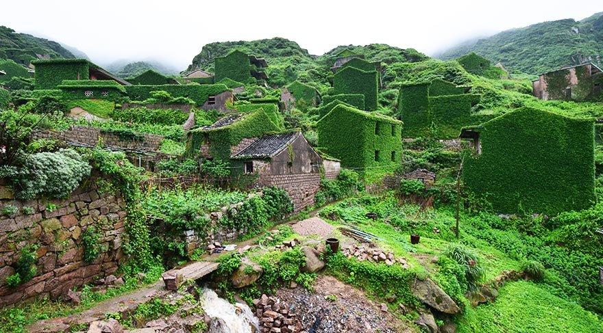Doğanın ele geçirdiği köy