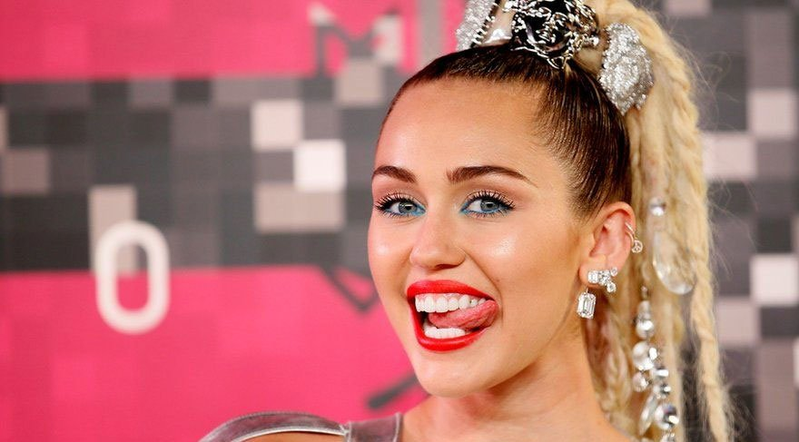 Miley Cyrus ve sevgilisi tatilde