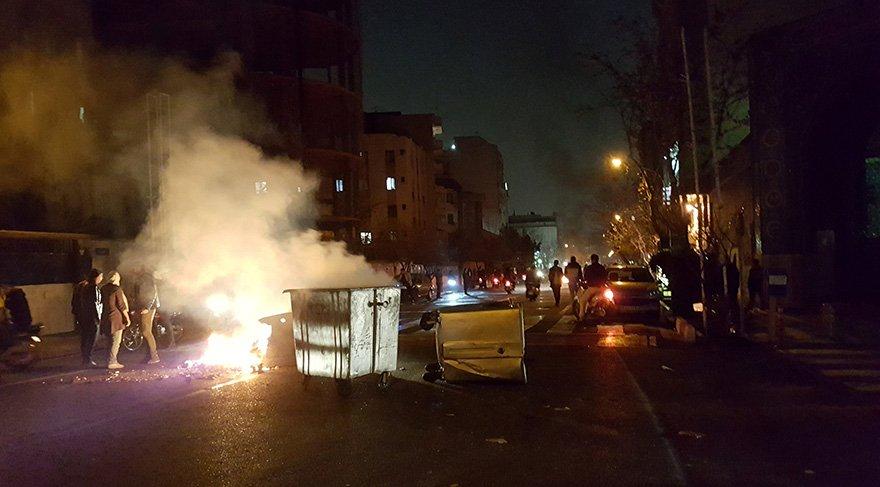İran'da on binlerce rejim yanlısı sokağa indi