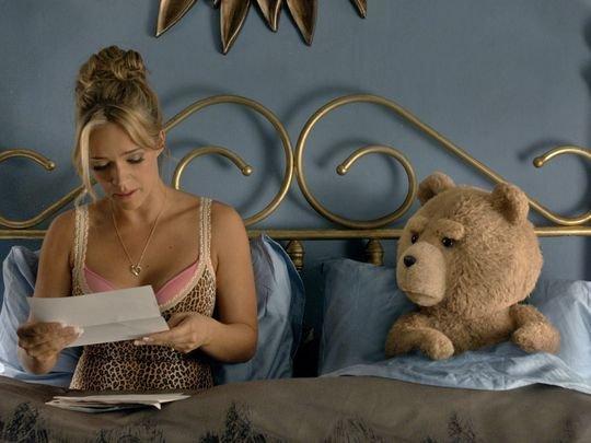Jessica Barth Weinstein söylentilere göre ünlü aktris Barth'a baskı kurarak kendisine Peninsula Otel'de 2011'den bu yana çıplak haldeyken masaj yaptırttı.