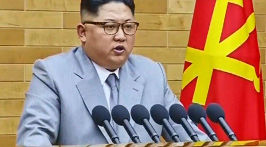 Kim'in gri elbisesi dikkat çekti